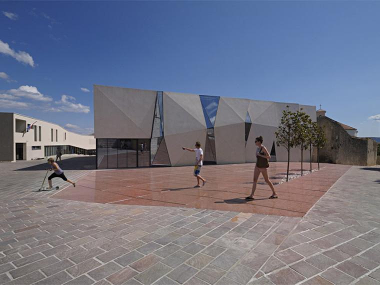 克罗地亚体育大厅和广场