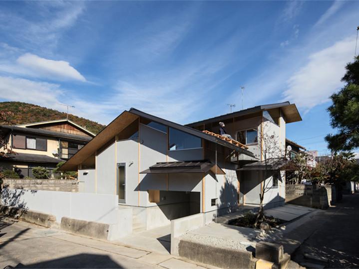 日本京都郊外的特色屋檐住宅