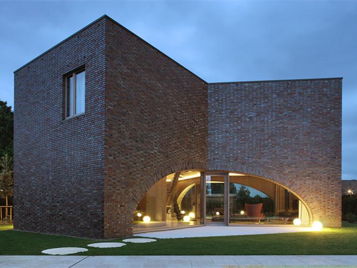 三重砖拱形式的房子