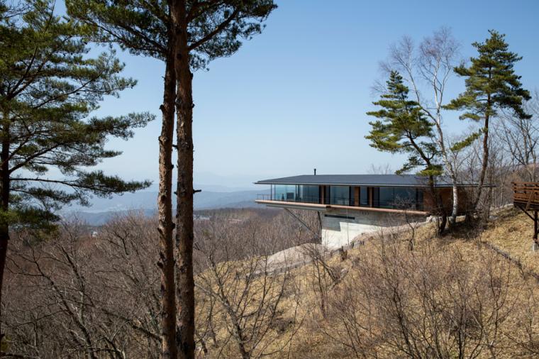 日本悬浮于空的住宅远处外部实景-日本悬浮于空的住宅第3张图片