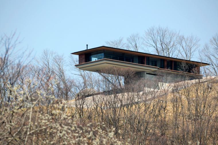 日本悬浮于空的住宅外部实景图-日本悬浮于空的住宅第5张图片