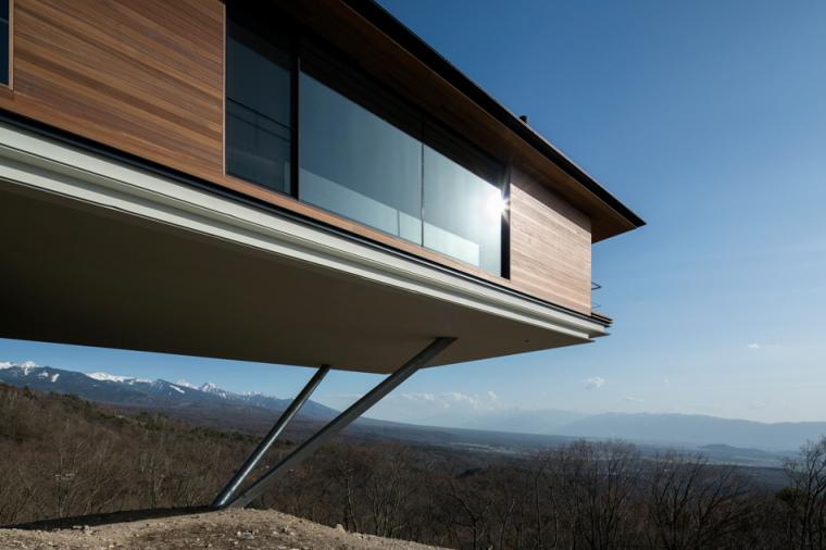 日本悬浮于空的住宅外部局部实景-日本悬浮于空的住宅第6张图片