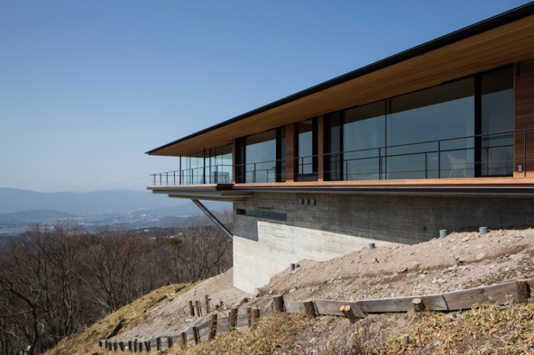 日本悬浮于空的住宅外部局部实景-日本悬浮于空的住宅第8张图片