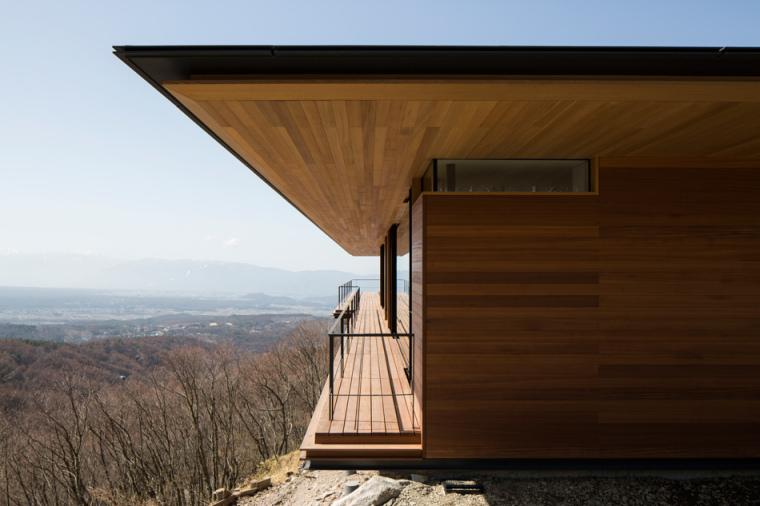 日本悬浮于空的住宅外部侧面实景-日本悬浮于空的住宅第9张图片