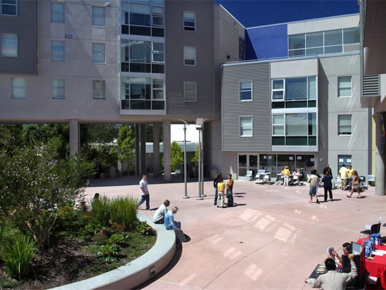 美国旧金山州立大学所在村庄改建
