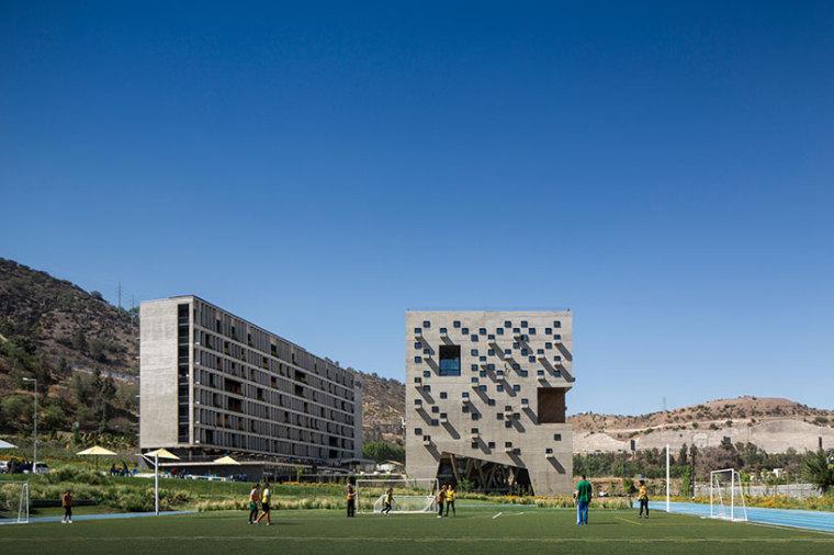 智利UDP经济学院校园总体规划外部-智利UDP经济学院校园总体规划第2张图片