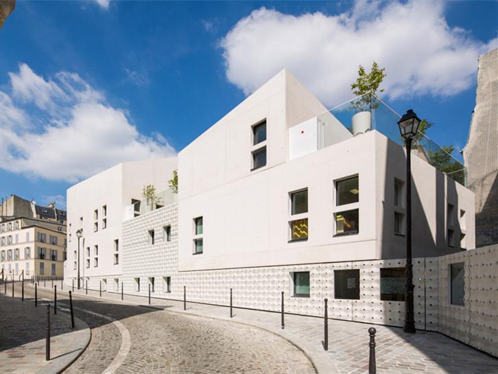 法国纯白混凝土托儿所中心