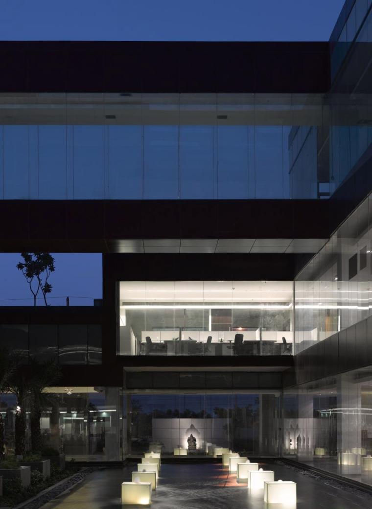 印度Glycols公司总部大楼外部夜景-印度Glycols公司总部大楼第9张图片