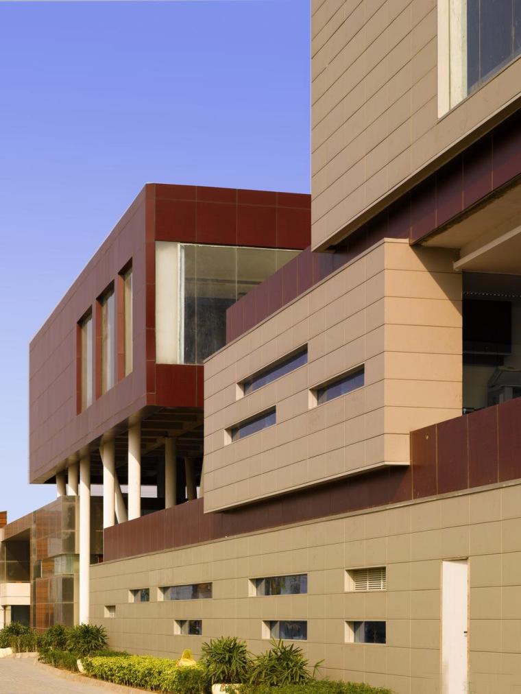 印度Glycols公司总部大楼外部实景-印度Glycols公司总部大楼第2张图片