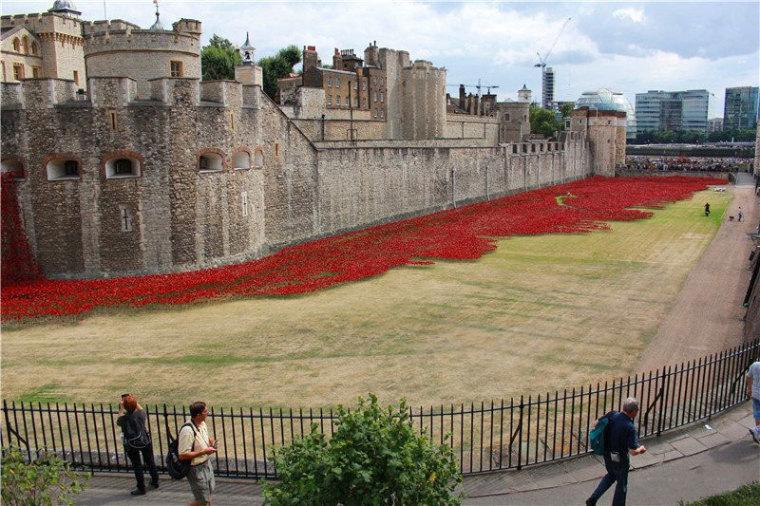 英国伦敦塔的红色罂粟花海外部侧-英国伦敦塔的红色罂粟花海第5张图片