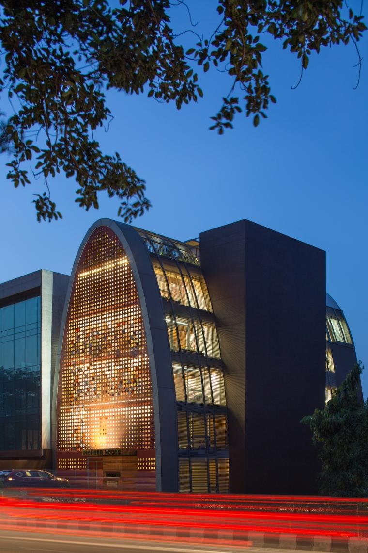 印度TheDigit办公楼-印度The Digit办公楼外部夜景实景-印度The Digit办公楼第6张图片