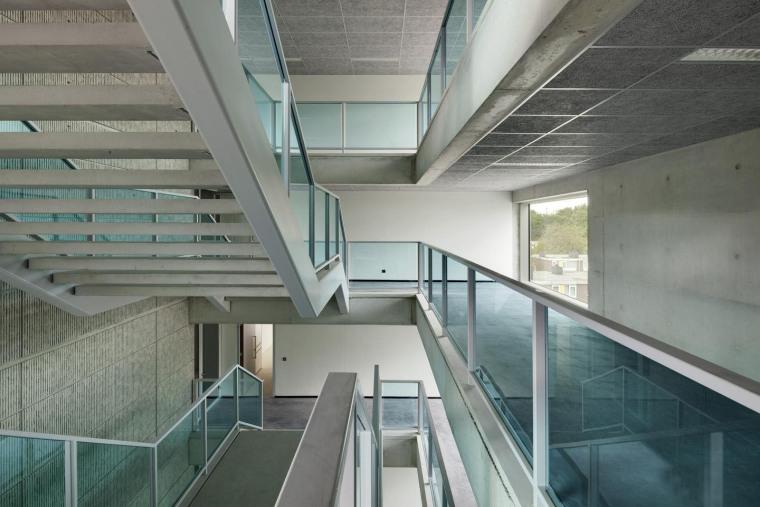 荷兰Hoogvliet校区内部楼梯实景图-荷兰Hoogvliet校区第9张图片