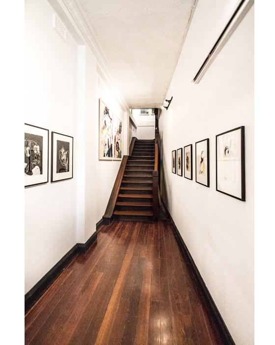 黑白相间国外工作室设计室内门口-黑白相间国外工作室设计第13张图片