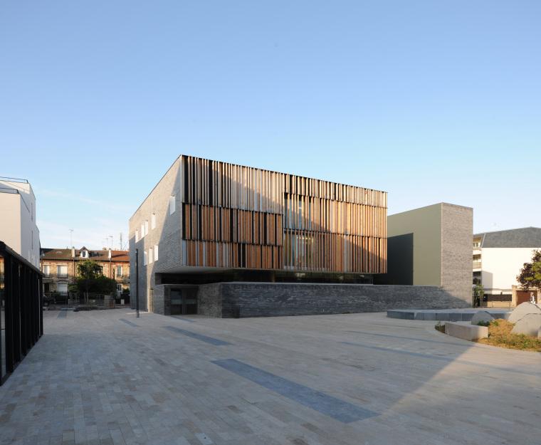 法国蒙特默伦西地区法院外部实景-法国蒙特默伦西地区法院第2张图片