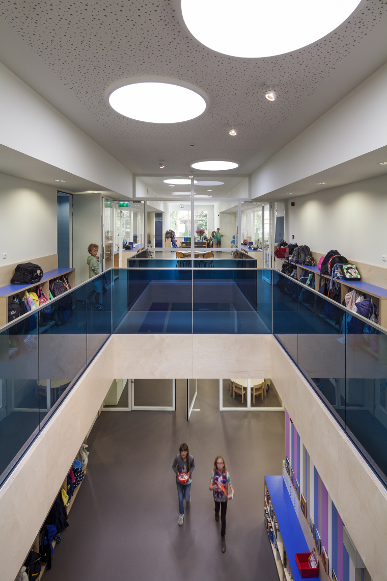Waalsdrop学校新教学楼内部过道实-Waalsdrop学校新教学楼第7张图片