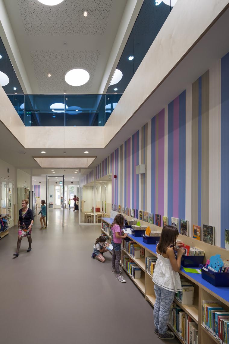 Waalsdrop学校新教学楼内部过道实-Waalsdrop学校新教学楼第8张图片
