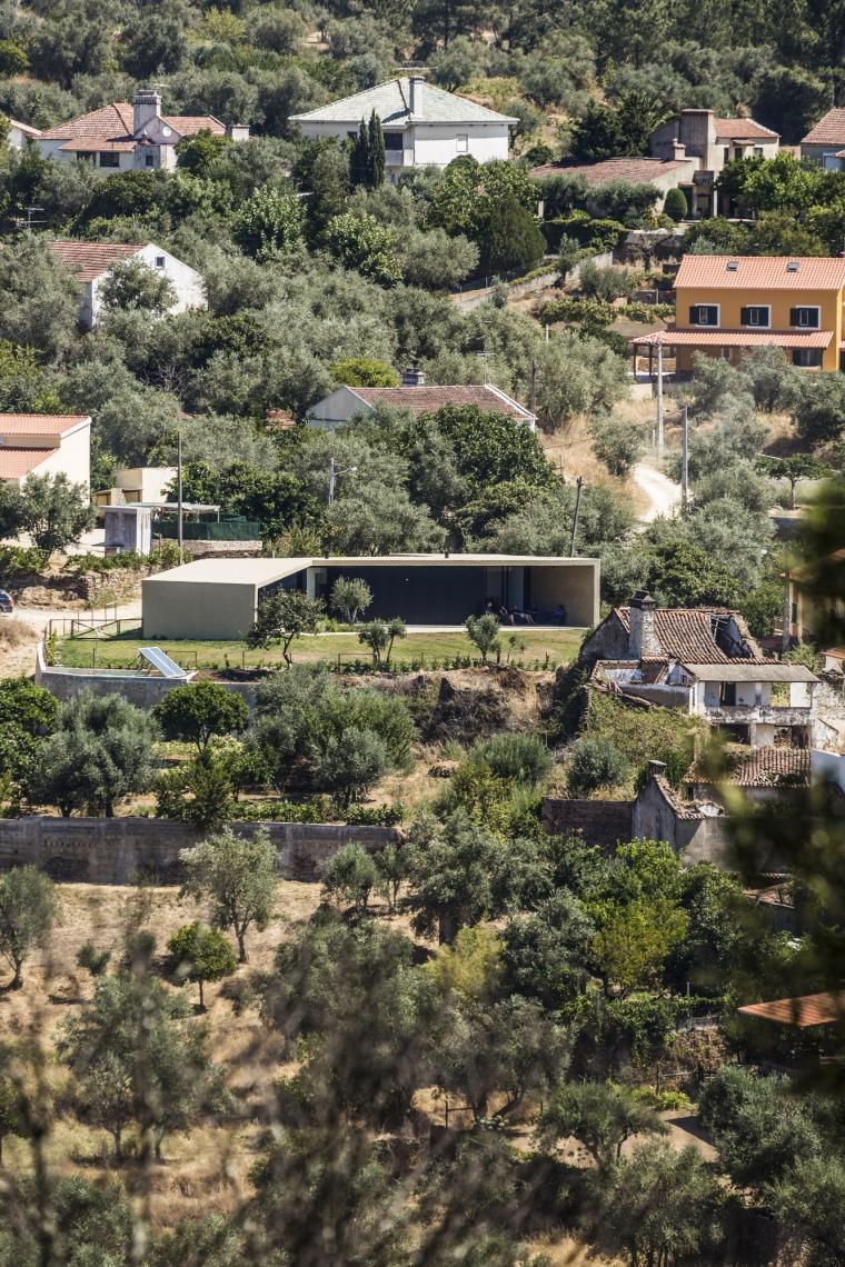 葡萄牙托马尔山顶别墅外部实景图-葡萄牙托马尔山顶别墅第3张图片