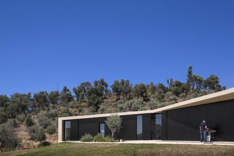 葡萄牙托马尔山顶别墅外部局部实-葡萄牙托马尔山顶别墅第4张图片