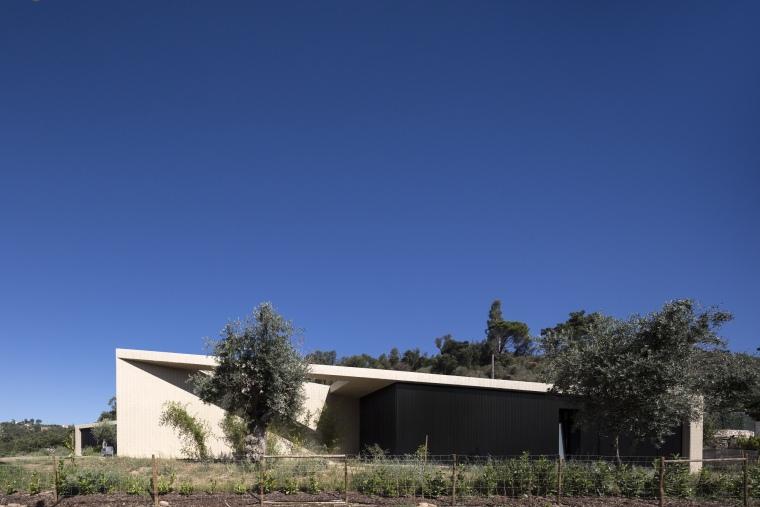 葡萄牙托马尔山顶别墅外部局部实-葡萄牙托马尔山顶别墅第5张图片