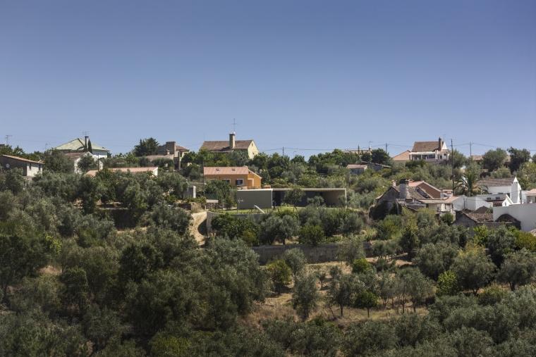 葡萄牙托马尔山顶别墅外部实景图-葡萄牙托马尔山顶别墅第2张图片