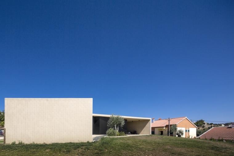 葡萄牙托马尔山顶别墅外部背面实-葡萄牙托马尔山顶别墅第6张图片