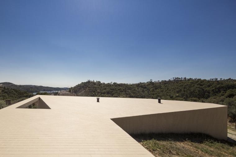 葡萄牙托马尔山顶别墅外部屋顶实-葡萄牙托马尔山顶别墅第9张图片