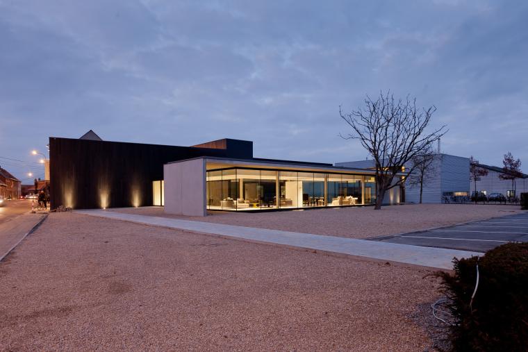 比利时Obumex家具展览室外部夜景-比利时Obumex家具展览室第9张图片