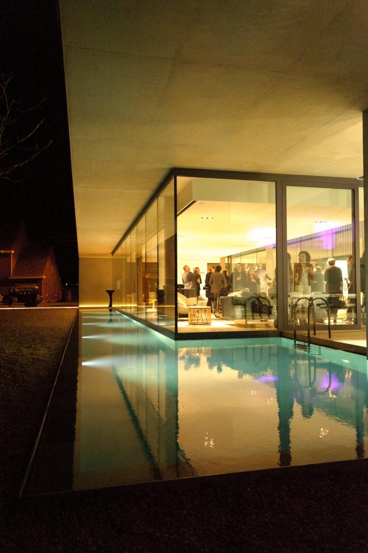 比利时Obumex家具展览室外部夜景-比利时Obumex家具展览室第11张图片