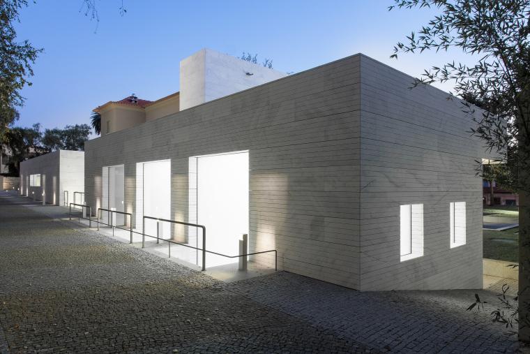 葡萄牙Luz社会福利中心外部夜景实-葡萄牙Luz社会福利中心第5张图片