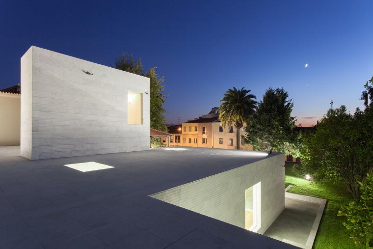 葡萄牙Luz社会福利中心外部夜景实-葡萄牙Luz社会福利中心第7张图片