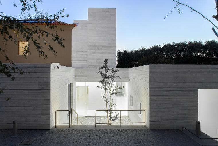 葡萄牙Luz社会福利中心外部夜景实-葡萄牙Luz社会福利中心第6张图片