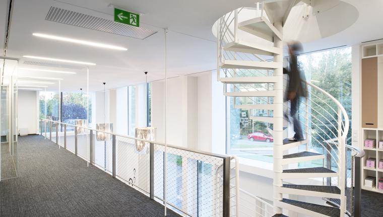 奥地利尼克办公楼内部过道实景图-奥地利尼克办公楼第6张图片