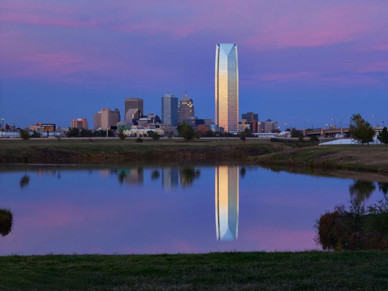 美国戴文能源公司总部大楼外部夜-美国戴文能源公司总部大楼第5张图片