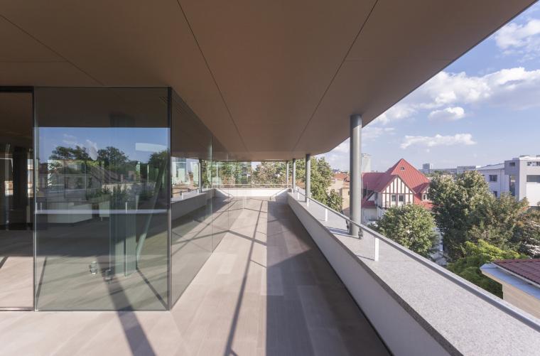 罗马尼亚概念住宅外部阳台实景图-罗马尼亚概念住宅第4张图片