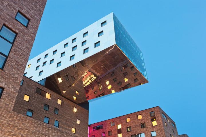 德国柏林的Nhow酒店外部夜景实景-德国柏林的Nhow酒店第20张图片