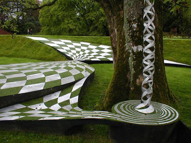 英国苏格兰宇宙思考花园外部局部-英国苏格兰宇宙思考花园第5张图片