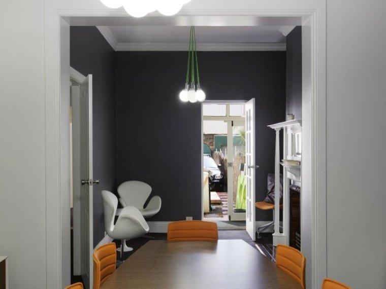 白色天花板公寓室内房间实景图-白色天花板公寓第8张图片