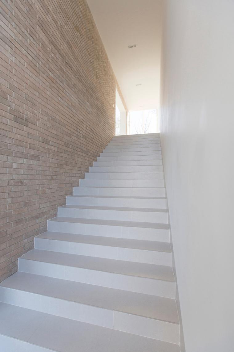 墨西哥HUDSON住宅内部楼梯实景图-墨西哥HUDSON住宅第9张图片