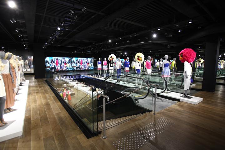 法国巴黎拉哈雷旗舰店室内实景图-法国巴黎拉哈雷旗舰店第2张图片
