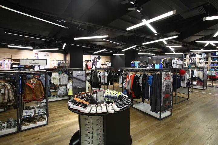 法国巴黎拉哈雷旗舰店室内实景图-法国巴黎拉哈雷旗舰店第10张图片