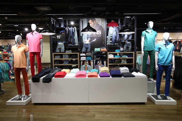 法国巴黎拉哈雷旗舰店室内细节实-法国巴黎拉哈雷旗舰店第7张图片