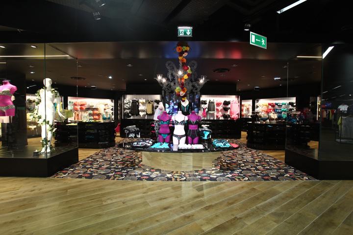 法国巴黎拉哈雷旗舰店室内细节实-法国巴黎拉哈雷旗舰店第6张图片