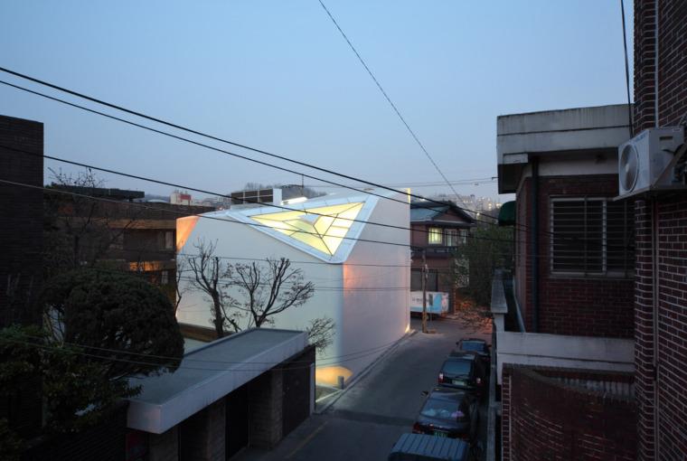 韩国YeonHuiDong画廊外部夜景实景-韩国YeonHuiDong画廊第9张图片