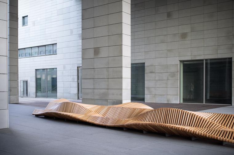 凳如其名的uiliuili长凳外部实景-凳如其名的uiliuili长凳第2张图片