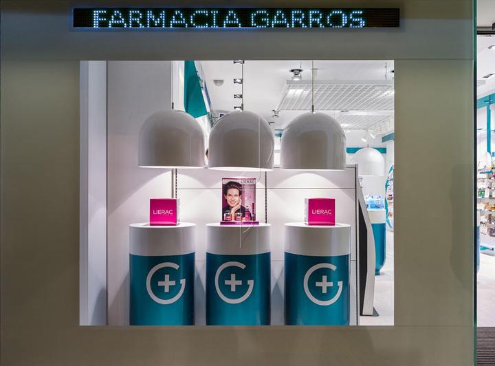西班牙斯药店外部夜景实景图-西班牙加洛斯药店第11张图片