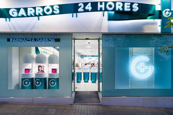 西班牙斯药店外部夜景实景图-西班牙加洛斯药店第14张图片