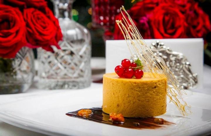俄罗斯日瓦戈餐厅室内餐桌细节实-俄罗斯日瓦戈餐厅第7张图片