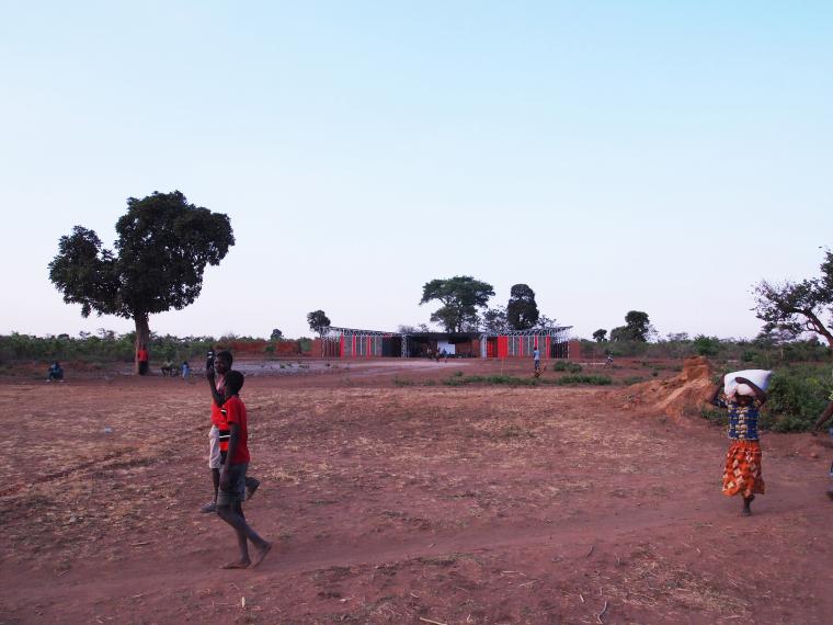 马拉维社区中心及小学外部实景图-马拉维社区中心及小学第2张图片