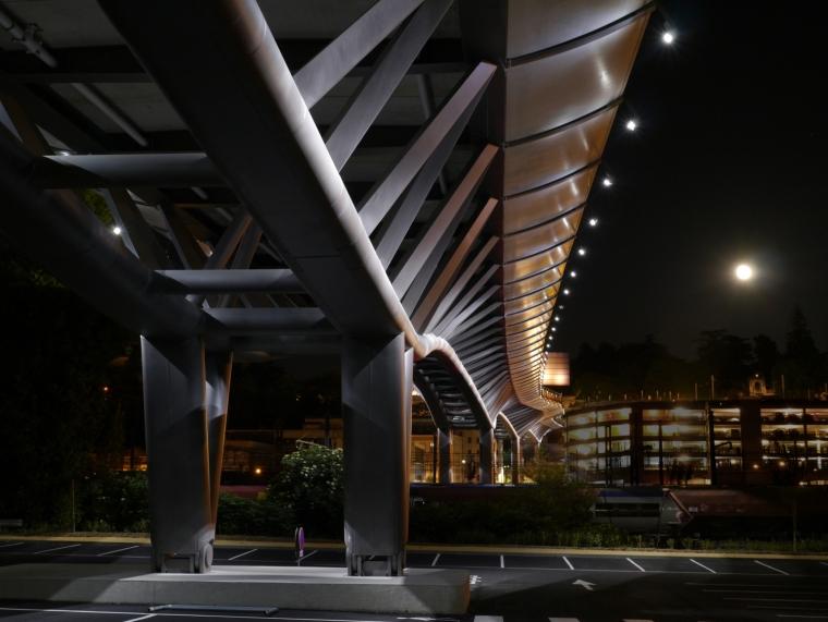法国莱昂•布鲁姆高架桥外部夜景-法国莱昂•布鲁姆高架桥第13张图片