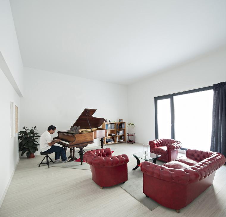 西班牙单亲家庭花园住宅内部房间-西班牙单亲家庭花园住宅第11张图片